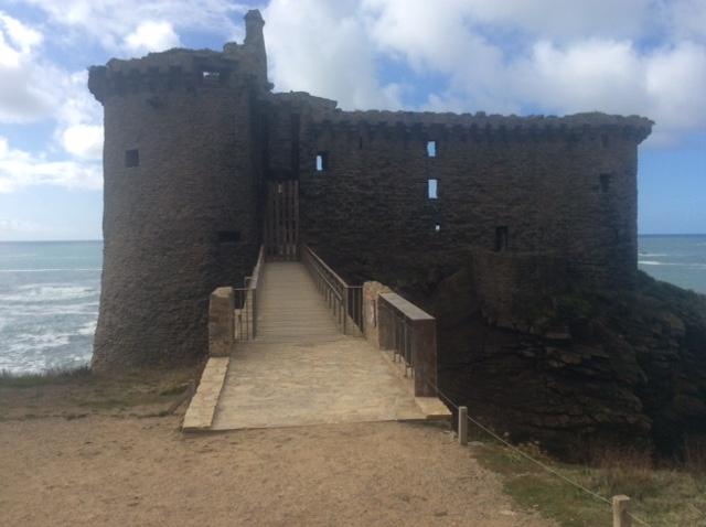 Le «Vieux Château » de l'île d'Yeu Iledyeu5